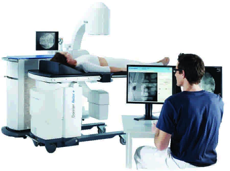 Літотрипсія нирок, сечоводів, сечового міхура                 -20% на послуги УЗД Щоб скористатись знижкою у 20% на послуги УЗД, запишіться на прийом до лікаря УЗД. Телефонуйте: +38(032) 226-30-80 +38(096)-700-30-80 +38(073)-020-30-80                                                   Літотрипсія ‒ неінвазивний метод видалення каменів у нирках                             Літотрипсія ‒ інноваційна методика дроблення каменів у нирках, серед переваг якої безболісність, відсутність необхідності використання анестезії. Літотрипсія застосовується для руйнування каменів у нирках, сечовому міхурі та сечоводах ударно-хвильовим методом. У Львові літотрипсія може бути проведена в клініці Urosvit, де ціна процедури доступна, а результат гарантований кращими фахівцями. Для дроблення каменів використовується сучасне обладнання. У клініці Urosvit у Львові процедура літотрипсії проводиться досвідченими фахівцями на сучасному обладнанні для безболісного дроблення каменів у нирках. Проведення операції можливо в умовах стаціонару. Після втручання пацієнт перебуває під наглядом лікаря в палаті клініки протягом короткого проміжку часу, після чого може продовжити ведення звичного життя. Відновлення після неінвазивної операції відбувається максимально швидко. Літотрипсія не сприяє травматизації внутрішніх органів, не викликає хворобливих відчуттів у пацієнта, проводиться протягом короткого період часу. Зруйновані утворення виводяться природним шляхом без появи дискомфортних відчуттів.                                   Види літотрипсії                               контактна (лазерна) ‒ має на увазі безпосередній вплив на камінь лазером через органи сечовивідної системи з використанням спеціального зонда (ендоскопа);    безконтактна (дистанційна, ультразвукова) ‒ не вимагає оперативного втручання, не викликає болю, дискомфорту, проводиться за допомогою літотриптора.                                                                Дистанційна літотрипсія: особливості процедури Саме безконтактн