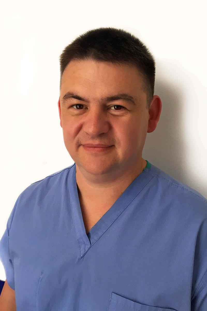 Нарепеха Роман Андрійович - лікар ортопед-травматолог та фахівець з УХТ.