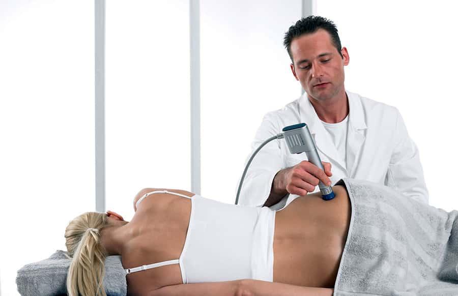 Ударно-хвильова терапія                 -20% на послуги УЗД Щоб скористатись знижкою у 20% на послуги УЗД, запишіться на прийом до лікаря УЗД. Телефонуйте: +38(032) 226-30-80 +38(096)-700-30-80 +38(073)-020-30-80                                                   Переваги ударно-хвильової терапії                                                                            Неінвазивність методу                         Лікування без порушення цілісності шкірних покривів.                                                   Відсутність побічних ефектів                          Пацієнти легко переносять процедуру.                                                   Покращення кровообігу                          Стимуляція неоангіогенезу - утворення мікроциркуляторної сітки.                                                   Проотизапальний ефект                         Зменшення запалення в зоні впливу.                                                   Загоєння пошкоджених тканин                          Стимулювання регенераційних процесів.                                                   Можливість поєднання з іншими процедурами                         Електротерапія, ультразвук, магнітно-лазерна терапія                                                   Висока ефективність методу                         Може застосовуватися як монотерапія.                                                   Покращення метаболізму ураженої тканини                         Відбувається стабілізація обмінних процесів.                                       Детально про ударно-хвильову терапію                              Iсторичнi факти про ударно-хвильову терапiю Апаратура для проведення УХТ у нашiй клiнiцi Безпека ударно-хвильової терапiї Ефект вiд проведення процедур Загоєння тканин з допомогою УХТ Кiлькiсть та кратнiсть процедур Механiзм дii ударних хвиль          Пiдготування до процедур УХТ Переваги методу УХТ Покази до проведення процедур УХТ Особливість проведення процедури УХТ Протипокази д